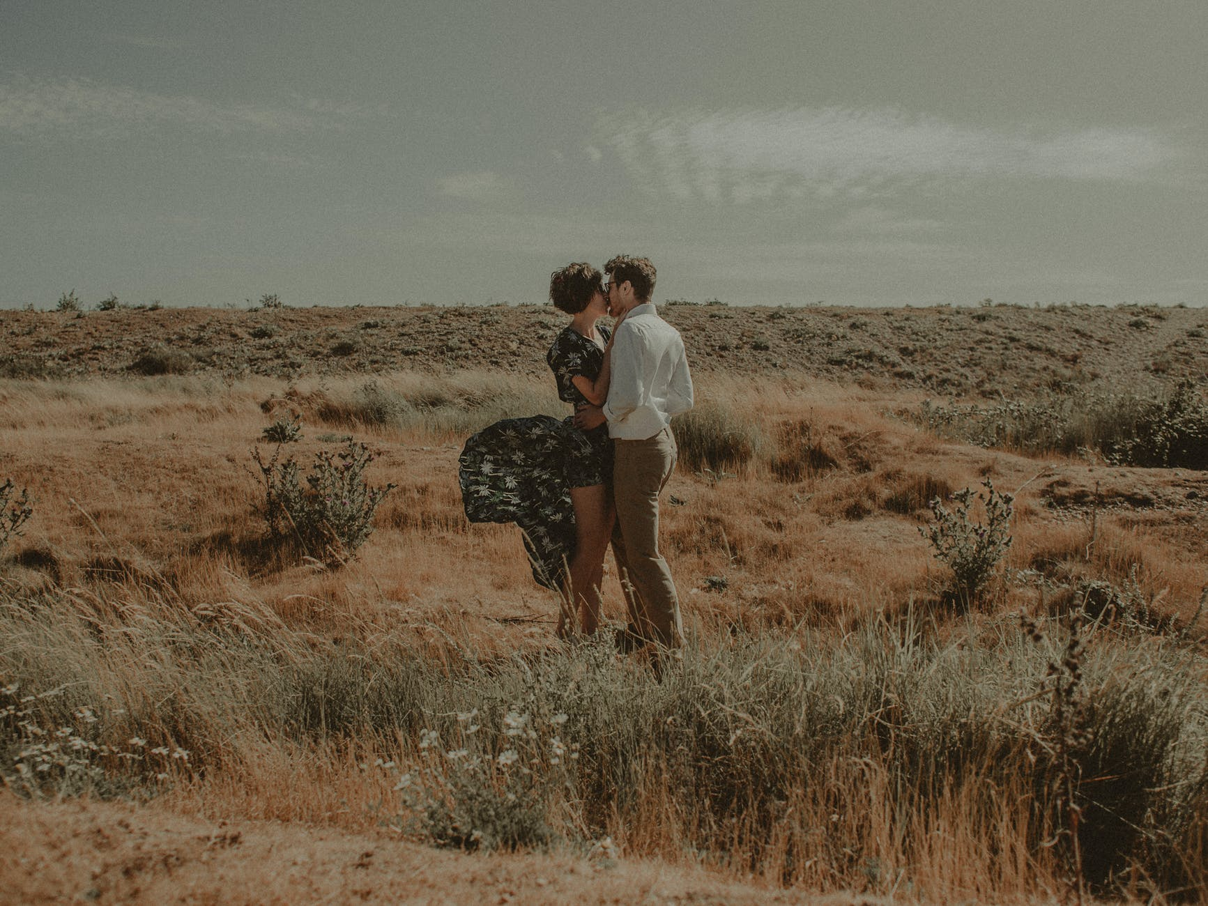 How to Kiss a Girl and Make Her Fall in Love With You?